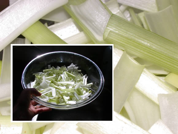 Crispy leeks step 1: cut and separate layers